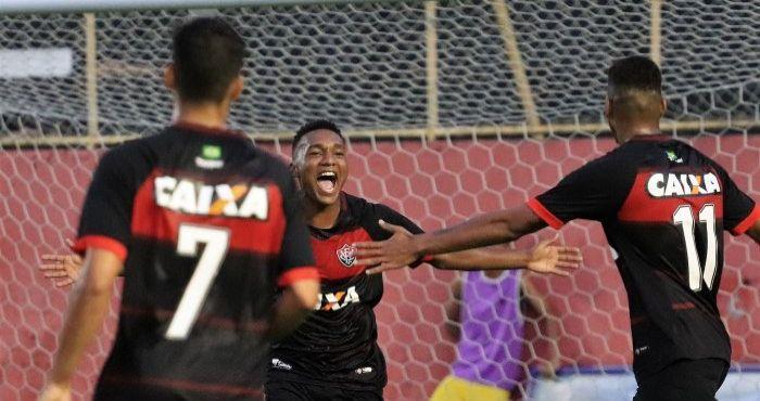 Vitória vira sobre o Inter e abre vantagem por vaga na final do ... ad79454aba2b1